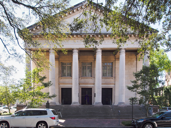 Fun things to do in Savannah : First Baptist Church in Savannah GA.