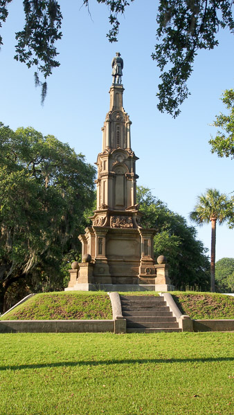 Fun things to do in Savannah : Confederate Monument in Forsyth Park in Savannah GA.