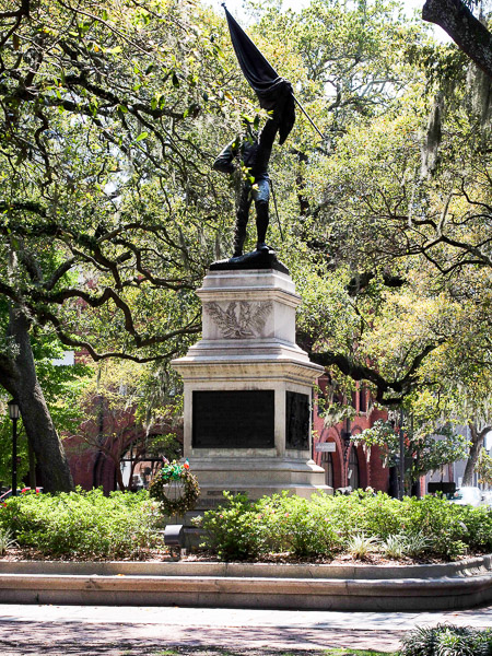 Fun things to do in Savannah : >Monument to Sgt. William Jasper in Savannah GA.