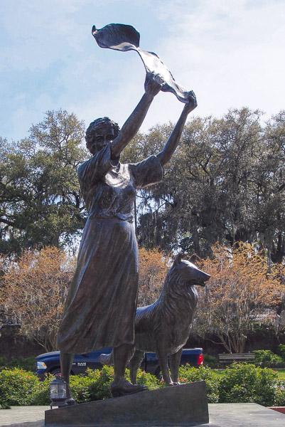 Fun Things To Do In Savannah Ga Waving Girl Statue