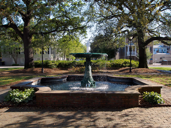 Fun things to do in Savannah : Columbia Square Wormsloe Fountain in Savannah GA.